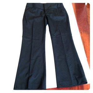 Black pin stripe size 4 Alice and Olivia wool pant